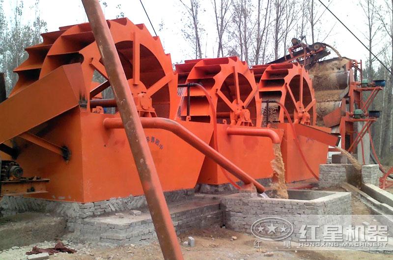 一天1000吨洗砂机器作业现场图