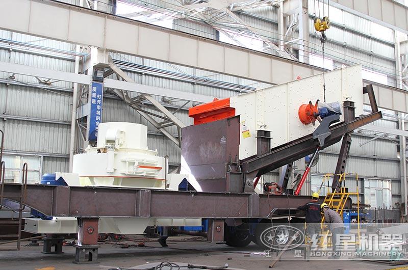 红星河石移动制砂机设备生产车间