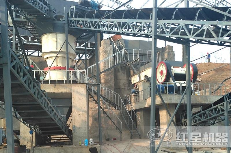 河南客户每小时100-150吨圆锥破碎机现场图