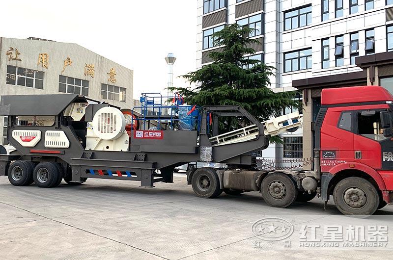 大型移动式碎石生产线开往客户现场