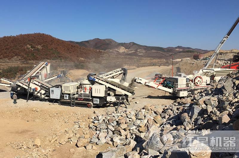 山东客户移动式大型砂石料生产线实拍图