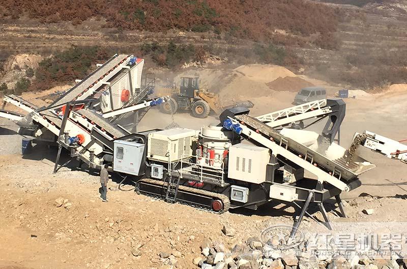 山东客户大型移动碎石机生产现场图