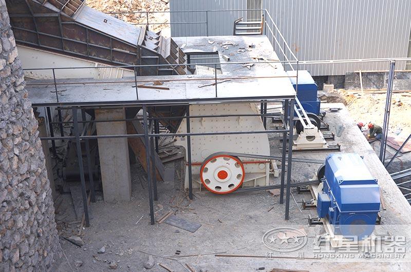 时产500吨重锤式砸石机作业现场图