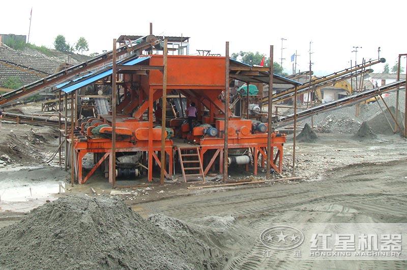 对辊制砂机碎煤现场图片