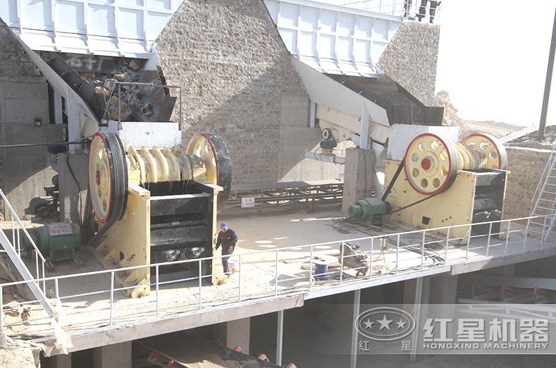 每小时500吨大型破碎机作业现场图
