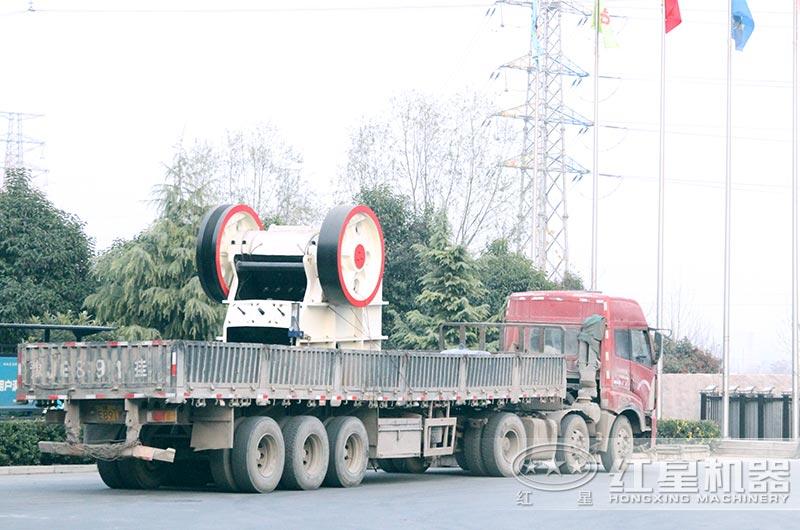 大型石料破碎机设备发货中