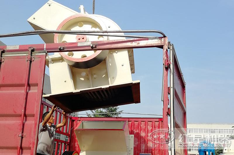 小型锤式制砂机设备装车
