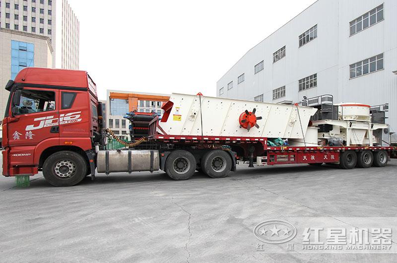 风化石制砂机设备发往江苏