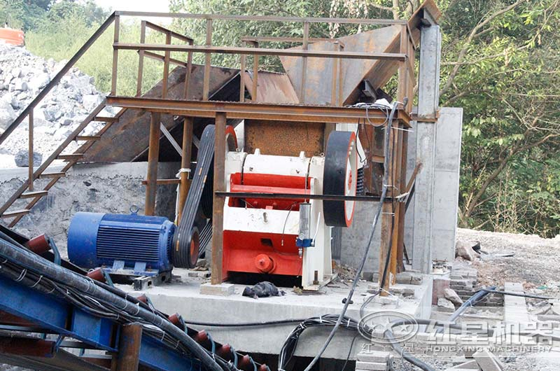 安徽客户颚式破碎机工作现场图片