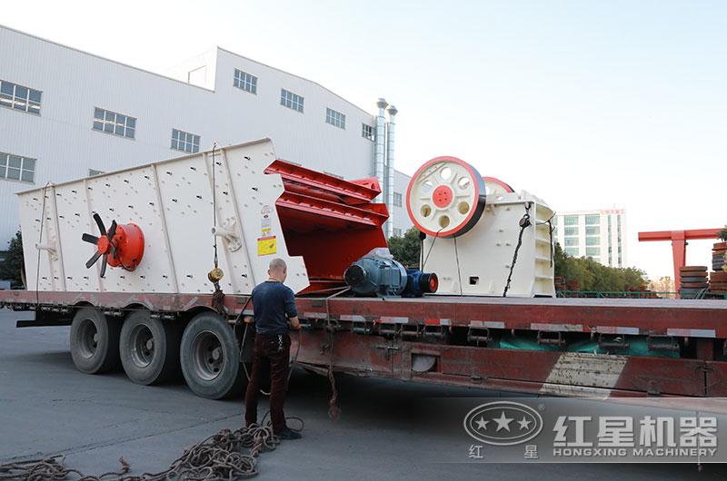 时产五十吨碎石机设备发货