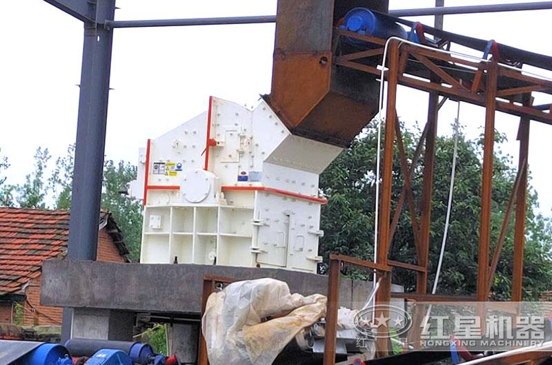 第三代制砂机生产现场实拍图