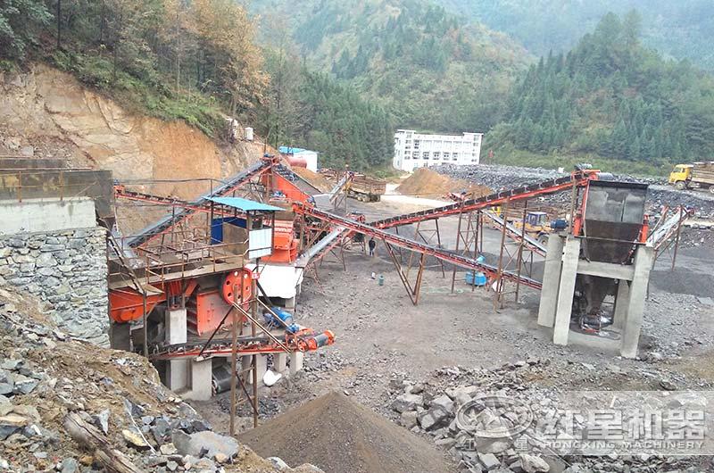 煤矿破碎机工作现场实拍图