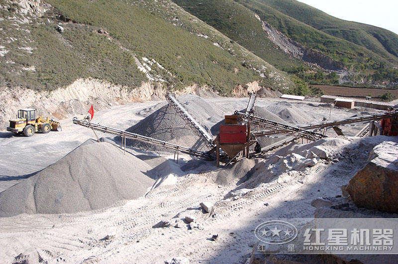 矿用破碎机生产线现场