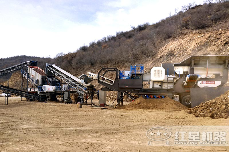 时产350吨移动碎石机械设备生产现场