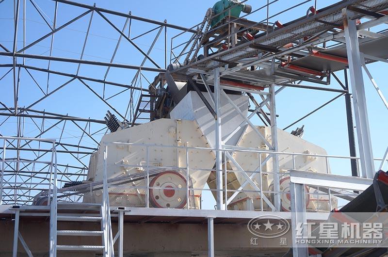 河北客户反击破碎机工作现场图片