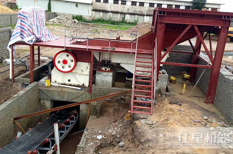 海南客户颚式破碎机生产现场图片