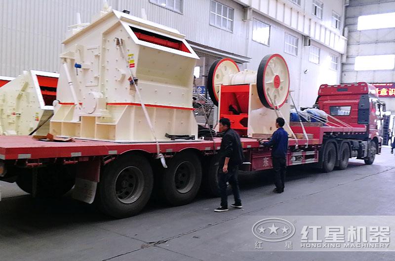 石料厂碎石生产线设备发往客户现场