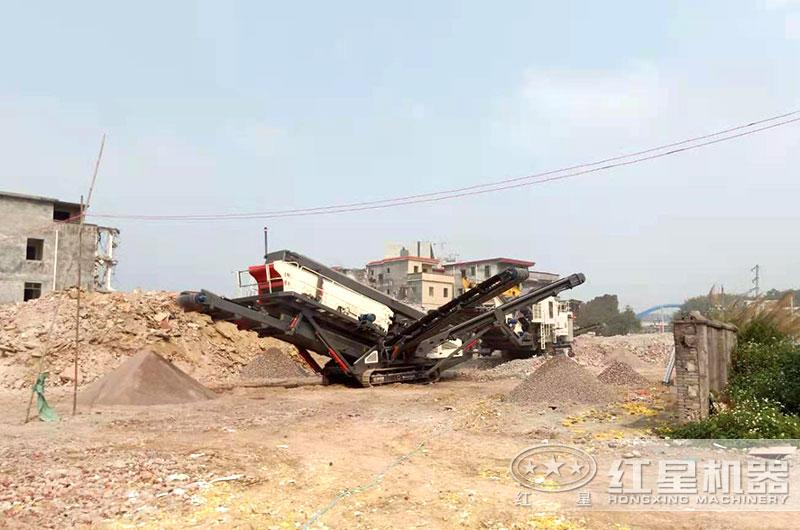 大型环保车载移动磕石机生产现场