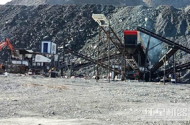 大型煤矸石粉碎现场图片
