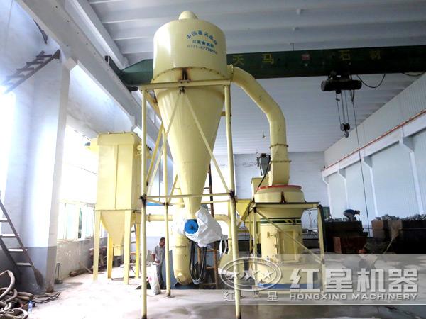 趣拍国际|指定网址摆式磨粉机环保作业现场